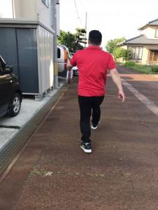 23鈴木コーチ歩き